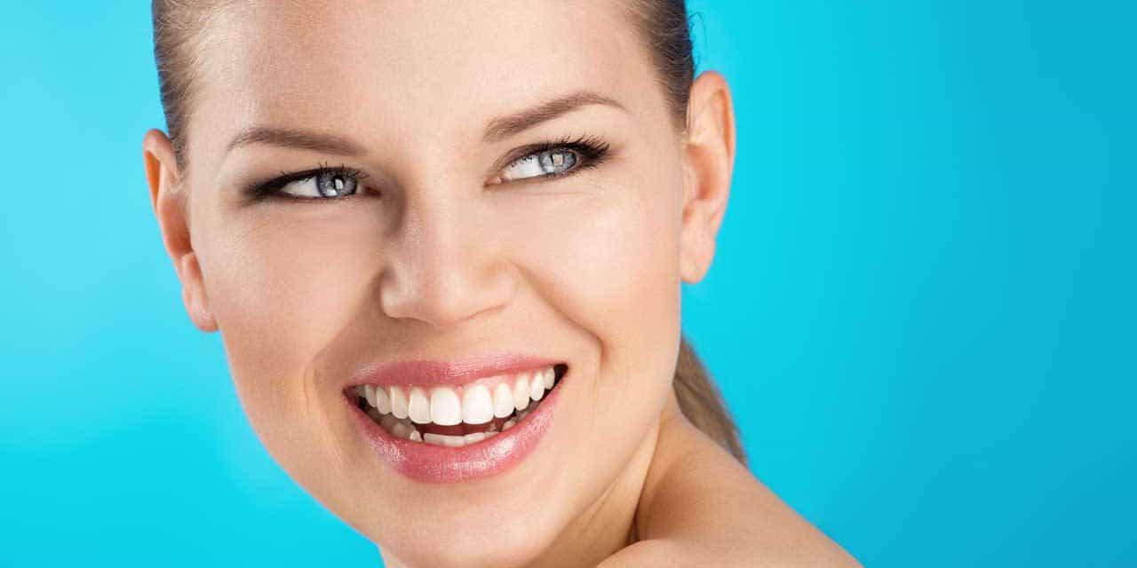 Zähne aufhellen – Haushaltsmittel oder professionelles Bleaching?